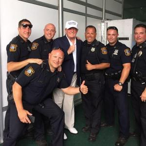 trump-with-police